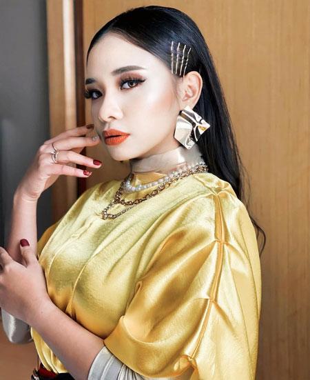 诗哈对于演唱的歌曲获奖,表示惊喜和荣幸。