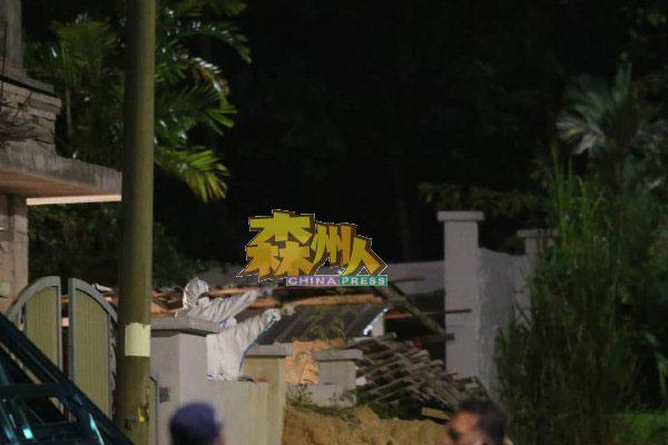 警方依据嫌犯招供,从工地把遗体挖掘出来。