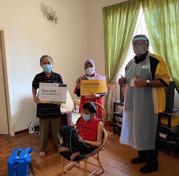 慕拉力达蓝医生也是这项活动的志愿者之一。
