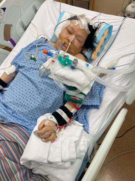 吴女士右脑中风,目前仍住院昏迷。(受访者提供)