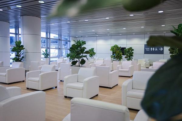 等候休息室环境舒适,并遵守社交距离。