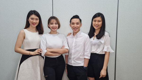吉品肉吧的核心人物,左起为合伙创办人兼主播苏渼骅(Mei)、合伙创办人/主播/公关Agnes、Zech及合伙创办人兼总营运长杨虹虹。