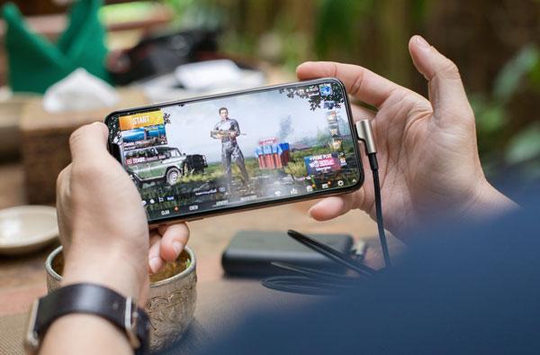 疫情之下,国人宅家玩手机和电脑游戏的频率大增,全国电玩人口逾2000万人,相当于全国近3分之2人口。