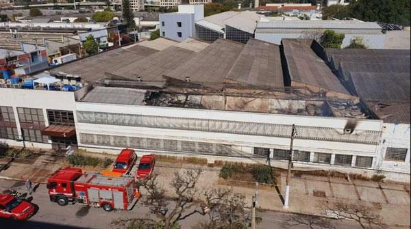 出事的巴西电影资料馆,可见顶层烧毁情况。