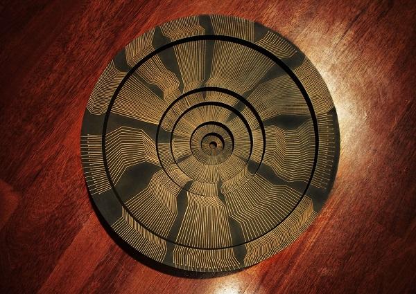 卢碧燕早前在国家艺术画廊展出的装置艺术。