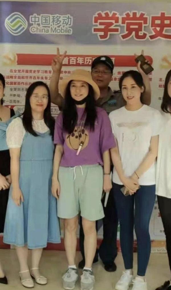 赵薇现身家乡安徽芜湖。(图:微博)