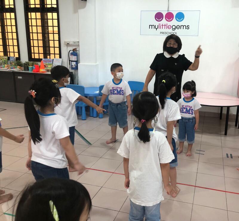 今年1月杨婷伊重返职场,找到了一份在托儿所的幼教工作。(受访者提供)