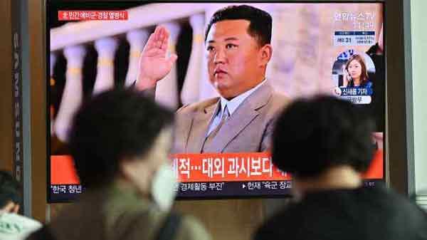 正当中国外长王毅访问韩国之际,朝鲜又在试射导弹。
