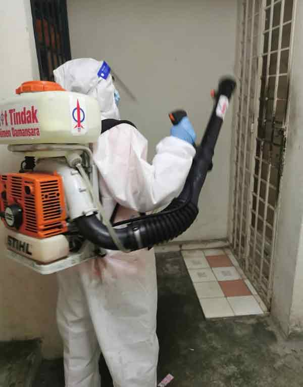 余深恩早前安排小队队到病患居住单位消毒。