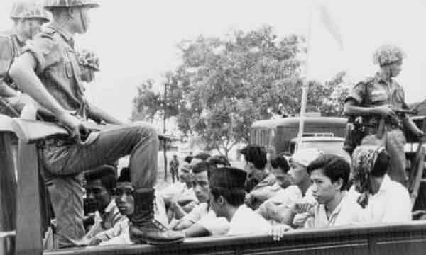 1965年10月,印共成员被押送至耶加达监狱。(资料图)