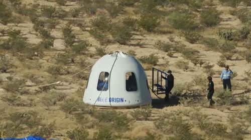 4名太空人乘坐的太空舱着陆画面。(法新社)