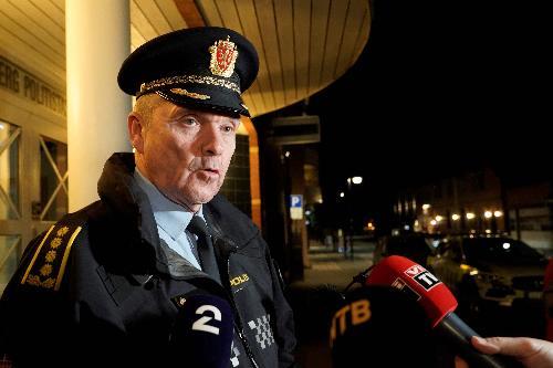 康斯贝格镇警局局长奥斯向媒体发言。(法新社)