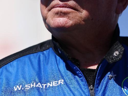夏特纳创新最年长太空人纪录。