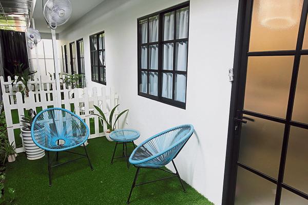 每间房间都有独立的浴室、冰箱,一些房间也有后院式的小花园场景,让妈妈可以呼吸新鲜空气。